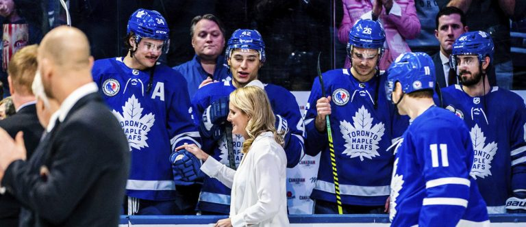 Toronto Maple Leaf Players Shake Hands with Hayley Wickenheiser_Hockey Night In Canada